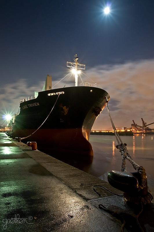 Diaporama photos d 39 un bateau dans le port de rouen de nuit gaetben - Grand port maritime de rouen ...
